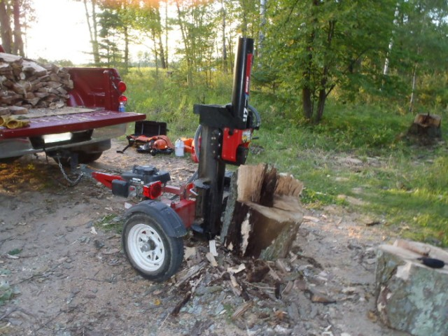 """When the wood chunks are too heavy to easily lift I switch the splitter to """"vertical mode"""". It's important that every wood block be shorter than the stroke of the hydraulic ram. This chunk, from the base of the tree, is about an inch too long."""